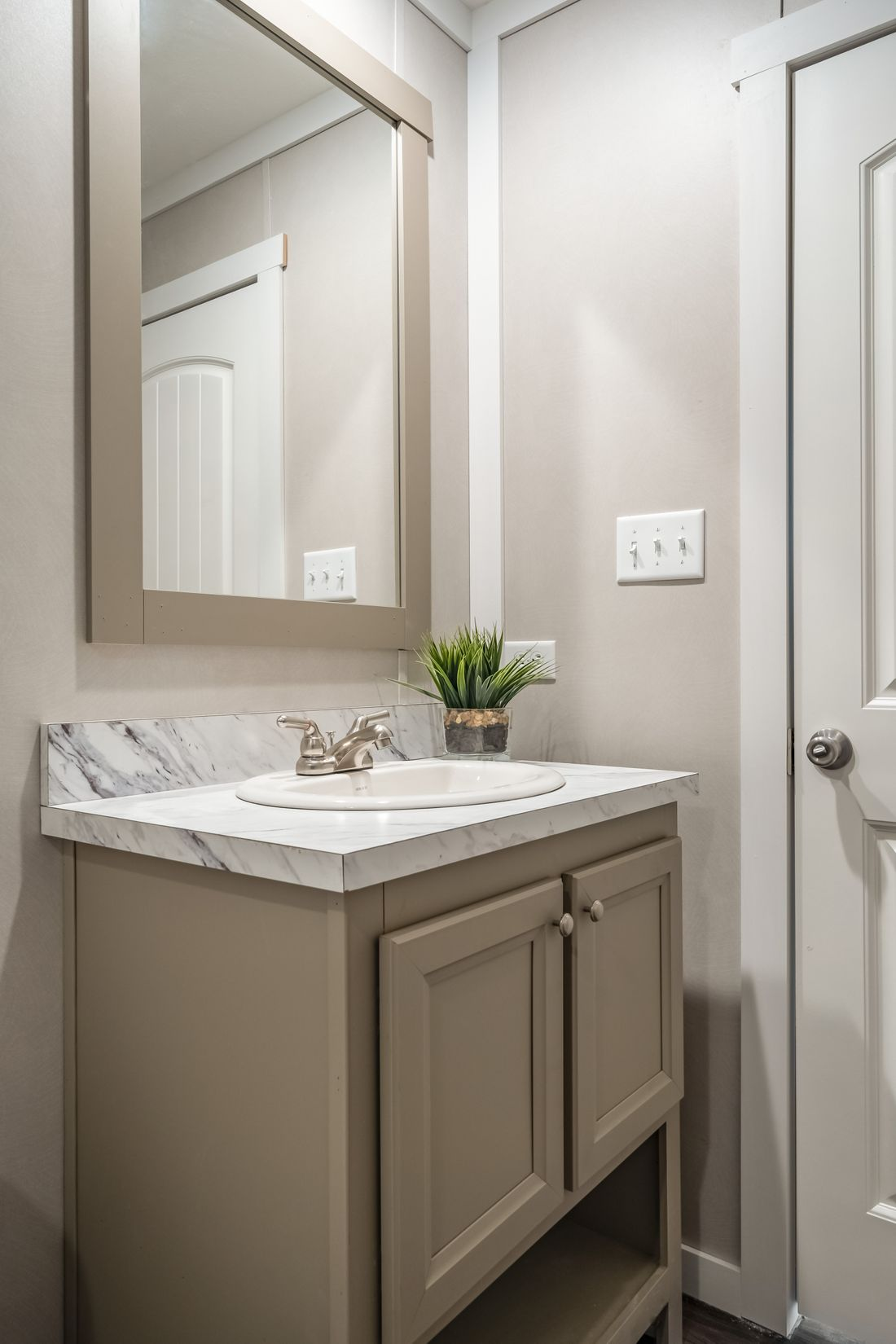 The THE KINGSLAND Guest Bathroom. This Manufactured Mobile Home features 3 bedrooms and 2 baths.