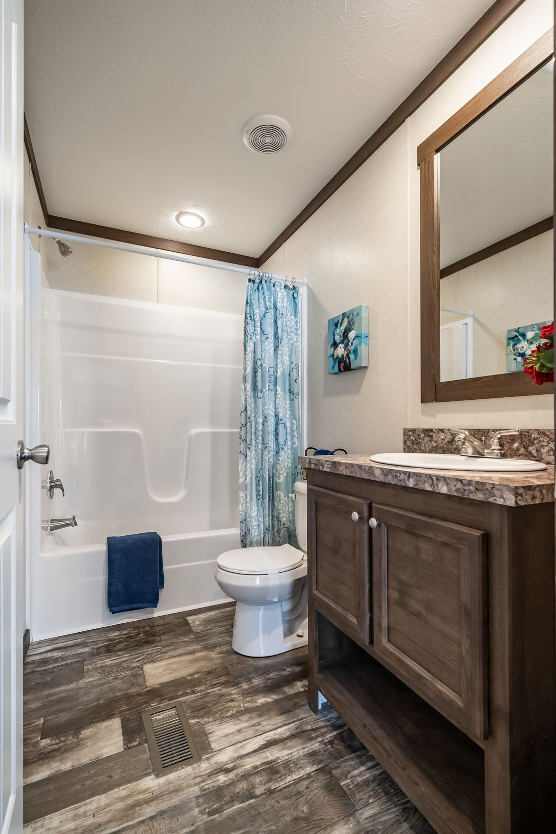 The THE RICHMOND Guest Bathroom. This Manufactured Mobile Home features 3 bedrooms and 2 baths.