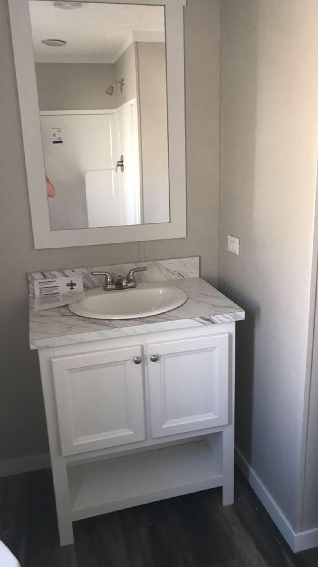 The THE MURPHY Guest Bathroom. This Manufactured Mobile Home features 1 bedroom and 1 bath.