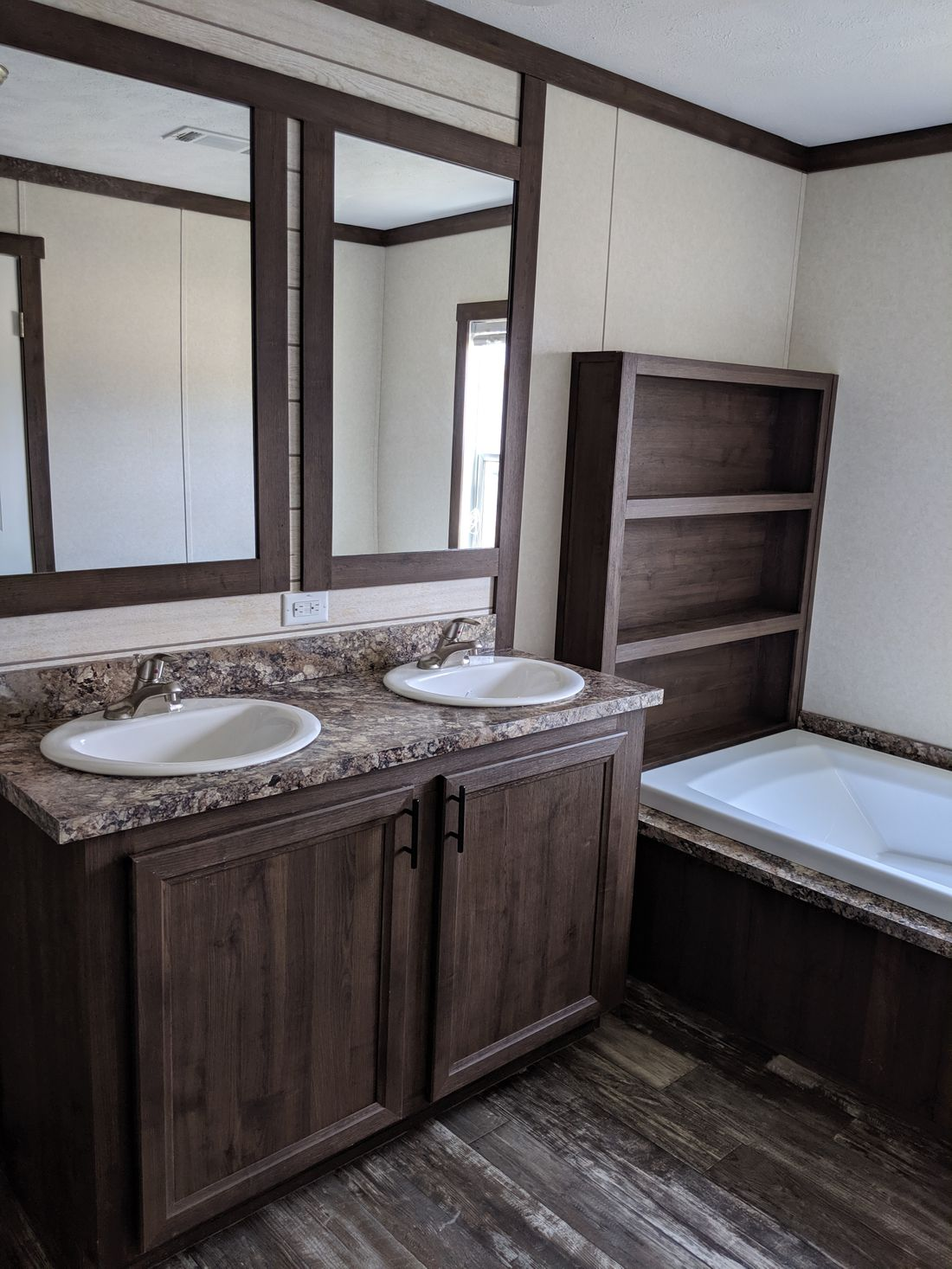 The CS1676-C Master Bathroom. This Manufactured Mobile Home features 3 bedrooms and 2 baths.