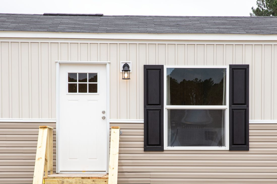The MARINER Exterior. This Manufactured Mobile Home features 3 bedrooms and 2 baths.