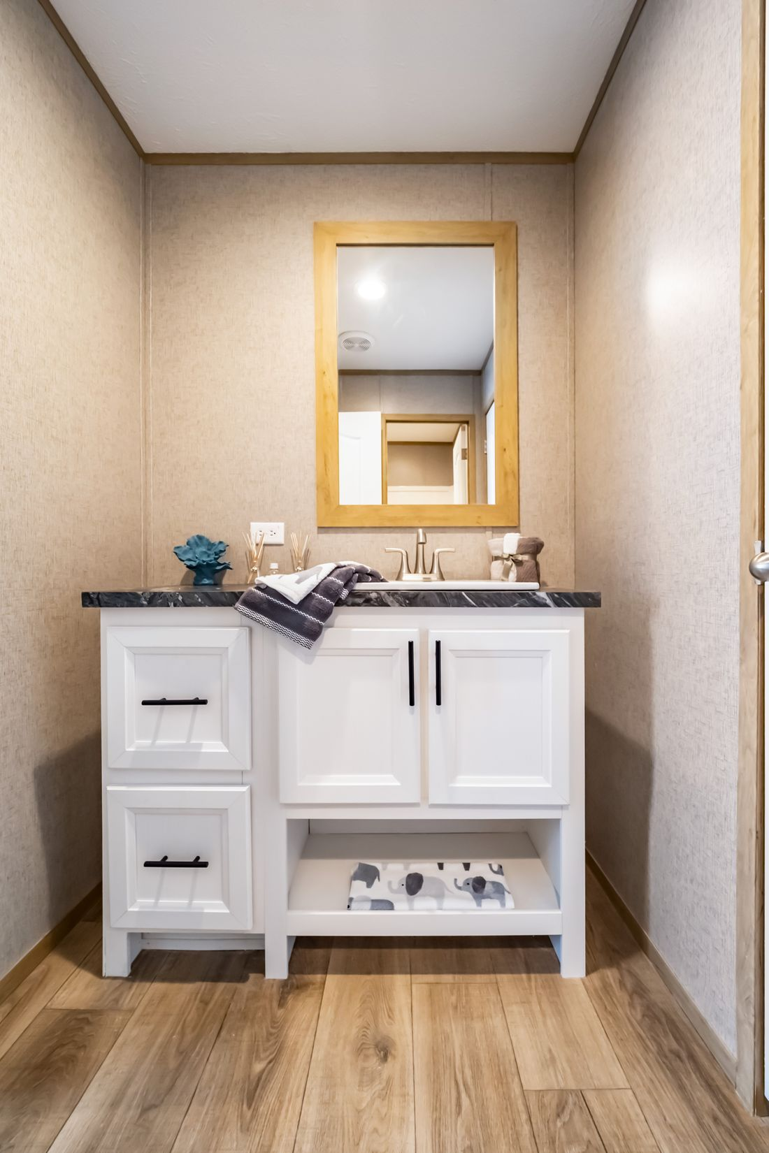 The SUMMIT Guest Jack & Jill Bathroom. This Manufactured Mobile Home features 4 bedrooms and 3 baths.